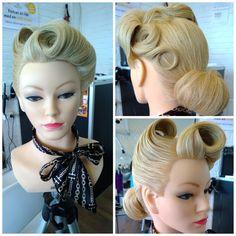 Hår retro 40'erne 50'erne pinup updo opsætning krøller curls blond model style