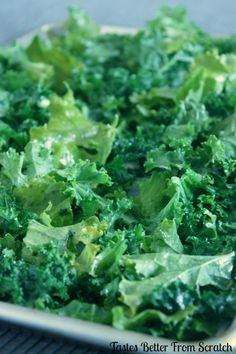 A healthy Kale Chips recipe made with garlic and parmesan seasoned kale that's baked in the oven. Kale Chips are a fast, healthy, and fun snack. Veggie Snacks, Yummy Healthy Snacks, Veggie Tray, Vegetable Side Dishes, Healthy Cooking, Healthy Eating, Cooking Recipes, Healthy Recipes, Keto Snacks