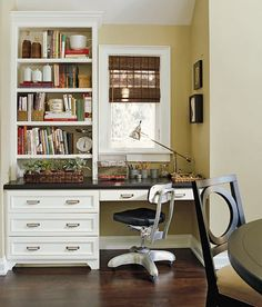 Home Office Niche. Built-in home office furniture turns a former dining niche into a sleek, space-saving desk area. Office Nook, Guest Room Office, Home Office Space, Desk Space, Kitchen Desks, Kitchen Office, Kitchen Dining, Dining Room, Home Office Cabinets