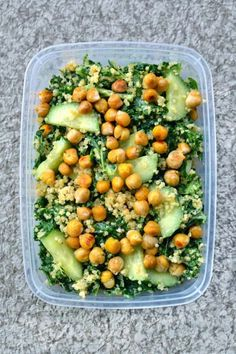 Famous Vegan Kale Salad Looking for delicious and high-protein vegan recipes you can make at home? Check out this 101 roundup of high-protein vegan recipes you need to try! High Protein Vegan Recipes, Vegan Dinner Recipes, Vegan Dinners, Whole Food Recipes, Protein Foods, Vegan Protein, Vegan Meal Prep, Vegan Vegetarian, Vegetarian Recipes
