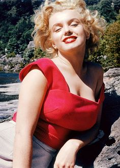 """ourmarilynmonroe: """"Marilyn Monroe photographed by Allan Snyder (Marilyn's make up artist), """" Young Marilyn Monroe, Marilyn Monroe Photos, Marylin Monroe, Vintage Hollywood, Hollywood Glamour, Actrices Hollywood, Norma Jeane, James Dean, Bruce Lee"""