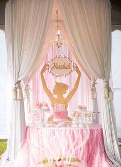 Conheça nossa seleção com 60 ideias de decoração para realizar uma festa infantil com tema bailarina. Confira!