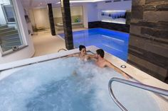 Hotel Astoria Canazei Set in Canazei centre, Hotel Astoria is just 450 metres from the Belvedere cable car to the Giro dei 4 Passi ski area. It offers a free spa with indoor pool, Turkish bath, sauna and hot tub.
