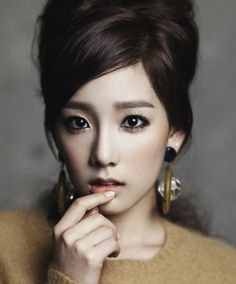 Kim Taeyeon.   I think she is the prettiest K-pop star.. Oh, and I want her hair and earrings.