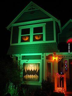 Monster house decoration for Halloween - 9GAG