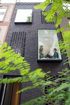 Projecting Windows • Skinny House • Rotterdam • Gwendolyn Huisman • 2017