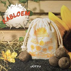 Today we celebrate Plant a Flower Day. Buy some bee-friendly flowerbombs from Seedbombs and do some guerrilla gardening 🌻 #kabloem #plantaflowerday #Juttu #DreamBig