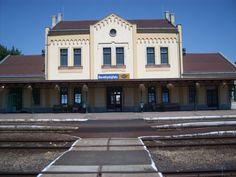 Berettyóújfalu vasút állomás Mansions, House Styles, Home Decor, Decoration Home, Manor Houses, Room Decor, Villas, Mansion, Home Interior Design