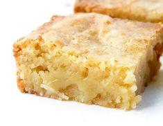 Υπέροχο γλυκό με ινδοκάρυδο και λευκή σοκολάτα   Συνταγές - Sintayes.gr Cornbread, Ethnic Recipes, Desserts, Food, Tarts, Millet Bread, Tailgate Desserts, Deserts, Essen