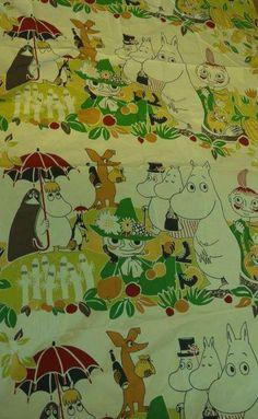 Tämä tai samantyyppinen Muumi-kangas, pienikin pala :)