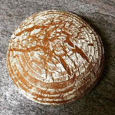 Gerade aus dem Ofen... Weizenvollkornmischbrot. Seht ihr's duften? Can you #seethesmell? #einfachlecker #vollkorn #brot #bread
