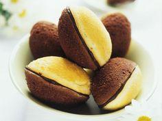 Madeleines mit Schokoladen-Füllung ist ein Rezept mit frischen Zutaten aus der Kategorie Rührteig. Probieren Sie dieses und weitere Rezepte von EAT SMARTER!
