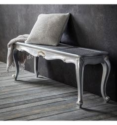 This indoor bench is perfect if youre looking for some extra seating space in the form of a piece of elegant furniture. Wooden Storage Bench, Upholstered Storage Bench, Diy Living Room Furniture, Home Decor Bedroom, French Furniture, Furniture Design, Extra Seating, Living Room Designs, Shabby Chic