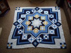 """""""Crochê da Mimi"""": Tapetão de crochê feito com square e mini square"""