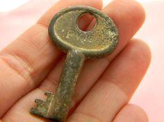 Vintage skeleton barrel key silver and patina by VogelHausVintage, $5.00 #vintage #skeletonkey
