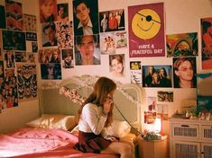 Retro Room, Vintage Room, Bedroom Vintage, Retro Bedrooms, Teen Girl Bedrooms, Bedroom Posters, Aesthetic Room Decor, 80s Aesthetic, Aesthetic Vintage
