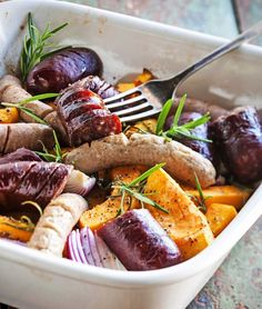 Sausage and roots pan / Makkarapannu uunissa, resepti – Ruoka. Dinner Recipes Easy Quick, Easy Healthy Recipes, Quick Easy Meals, Family Meals, Beef Recipes, Cooking, Sausage, Food, Entertainment Center