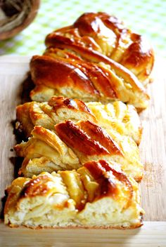 Bienenstich-Striezel, a good recipe from the baking category. Ratings: Average: Ø Bienenstich-Striezel, a good recipe from the baking category. Patisserie Chef, Bienenstich Recipe, Baking Recipes, Cake Recipes, Cannelloni Recipes, Marzipan, Food Cakes, Pumpkin Recipes, Food Print
