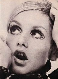 Twiggy - forever an icon 60s Makeup, Makeup Inspo, Hair Makeup, Makeup Inspiration, Style Twiggy, Twiggy Model, New Fashion Trends, Fashion Models, Nail Fashion