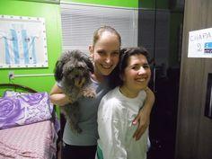 Minha fisioterapeuta Betina, minha cachorrinha Mel e eu