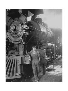 Photographic Print: Women Rail Workers Standing at Work on Engine of Train, During WWI at Great Northern Railway : 24x18in
