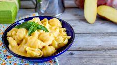 Gli accostamenti di questa ricetta sono un po' particolari, patate, cipolla, carota e ANACARDI?!?! Il risultato però è un piatto super CREMOSO dal gusto tond...