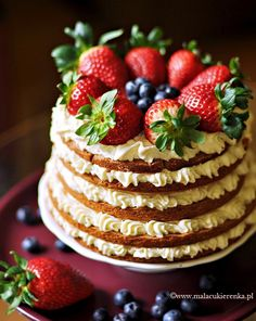 shortcrust pastry cake with white chocolate and fruit. (english translation available) Lovely! Food Cakes, Cupcake Cakes, Just Desserts, Delicious Desserts, Chocolate Strawberry Cupcakes, Chocolate Strawberries, Bolos Naked Cake, Cake Recipes, Dessert Recipes