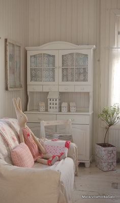 More modern version of this hutch would work