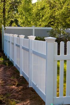 step up to tall fence Front Yard Fence, Curb Appeal, Gate, Deck, Mom, Landscape, Backyards, Fences, Yard Ideas