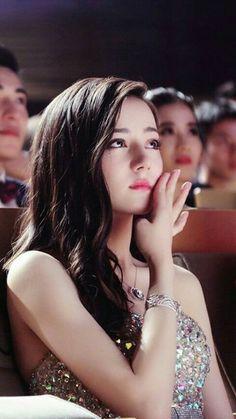 Chinese actress Dilraba Dilmurat attending a film award ceremony Asian Cute, Pretty Asian, Beautiful Girl Image, Beautiful Asian Women, Korean Beauty, Asian Beauty, Asian Celebrities, Asia Girl, Chinese Actress