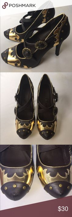 NWOT Ellie Brown & Gold Heels, 8 These pristine NWOT Ellie Brown & Gold Heels, 8 are darling and would are great for work or a night on the town! Pair with gold accessories and whatever else you want! BRAND NEW, NO DEFECTS. Ellie Shoes Heels