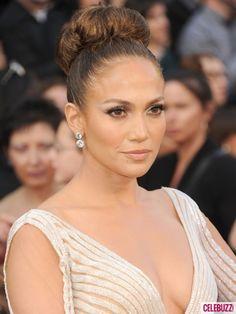 #Jennifer Lope glows with nude goddess makeup, upswept hair and winged eyeliner.  #Oscars2012 #AcademyAwards