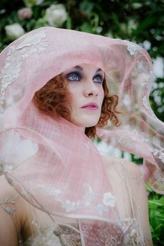 Lomax and Skinner sculptural hat for Joanne Fleming Design #millinery #judithm #hats sinamay and lace great look