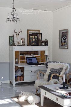 Compact office corner