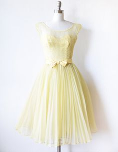 Lemon Chiffon party dress vintage 1960s by RustBeltThreads Stricken, Gelbe  Partykleider, Gelbes Kleid, 50d4a16e8b