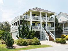 5 bedrooms, and 4 bathrooms (K,3Q,P) Beautiful home modeled after an original 1920's beach house. Great attention to detail. Large porches for relaxing & unwinding. The large sundeck & landscaping give you a southern, tropical feel. Enjoy Horizon views of the ocean & the sound. Community pool w/ bath house 300 ft away (open from Memorial Day to Labor Day) and Atlantic Ocean 500 ft away!  PLEASE, NO CATS ARE ALLOWED IN THIS PROPERTY.REDUCED RATES FOR REMAINING OPEN MAY AND JUNE…