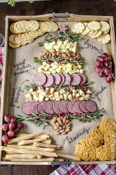 christmas food Create a Christmas tree cheeseboard for your holiday entertaining - its so easy! What a beautiful way to do a holiday cheese tray! Christmas Entertaining, Christmas Party Food, Christmas Brunch, Christmas Appetizers, Christmas Cooking, Christmas Goodies, Simple Christmas, Christmas Holiday, Christmas Tree Veggie Tray