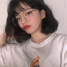 cute girl ulzzang 얼짱 hot fit pretty kawaii adorable beautiful korean japanese asian soft grunge aesthetic 女 女の子 g e o r g i a n a : 人 Pelo Ulzzang, Ulzzang Korean Girl, Cute Korean Girl, Asian Girl, Ulzzang Girl Selca, Hairstyles With Bangs, Girl Hairstyles, Haircuts, Short Grunge Hair