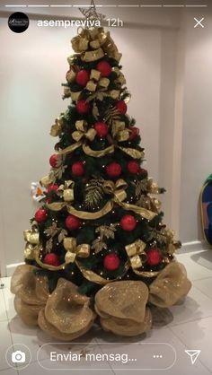 Elegant Christmas Trees, Red And Gold Christmas Tree, Creative Christmas Trees, Gold Christmas Decorations, Ribbon On Christmas Tree, Christmas Tree Themes, Beautiful Christmas, Homemade Christmas, Christmas Crafts