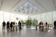 Foster + Partners builds Apple Store in Macau with translucent stone walls