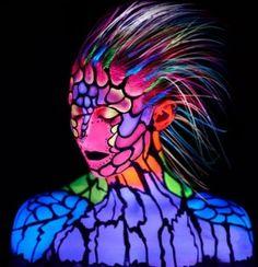 UV-Glowing-Paint