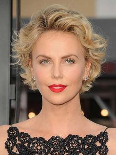 Charlize Theron soft round head of Wavy Hair looks very feminine., Makeup, Charlize Theron soft round head of Wavy Hair looks very feminine. Source by trendyhairstyle. Short Curly Haircuts, Round Face Haircuts, Curly Hair Cuts, Curly Bob Hairstyles, Hairstyles For Round Faces, Short Hair Cuts, Cool Hairstyles, Curly Pixie, Summer Hairstyles