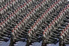 deze oorlog werd gevoerd omdat Noord-Korea een communistische regering kreeg(vandaar deze foto) en er werd in Zuid-Korea een prowesters bestuur gevestigd. Noord-Korea werd gesteund door de Sovjet-Unie. Zuid-Korea kreeg bijstand van de Verenigde Staten. er ontstond hier onenigheid over de verschillende manieren van besturen.