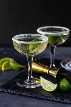 Gin And Prosecco Cocktail, Gin Cocktail Recipes, Alcohol Drink Recipes, Signature Cocktail, Cocktail Drinks, Fun Drinks, Cocktail Ideas, Gin Recipes, Cocktail Night