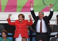 Angela #Merkel e il presidente della #Germania, Joachim Gauck, al gol che darà la vittoria ai tedeschi #Mondiali2014 #GermaniaArgentina