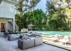 Such great outdoor spaces at #15641Meadowgate! This beautiful #Encino home features a fabulous indoor-outdoor flow and wonderful spaces for entertaining.  To learn more about this #architectural gem please visit the #linkinbio | cindyambuehl.luxury | #luxuryrealestate #realestate #losangelesrealestate #luxuryhome #luxuryrealtor #sellingLA #indooroutdoorflow #outdoorspaces #pool #poolside #backyardpool #backyardretreat #theagencyre