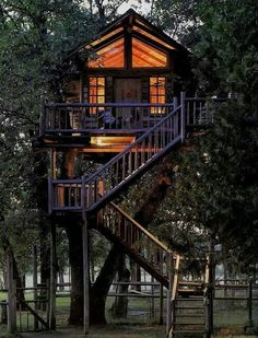 How To Build A Treehouse ? This Tree House Design Ideas For Adult and Kids, Simple and easy. can also be used as a place (to live in), Amazing Tiny treehouse kids, Architecture Modern Luxury treehouse interior cozy Backyard Small treehouse masters Beautiful Tree Houses, Cool Tree Houses, Beautiful Homes, House Beautiful, Beautiful Beautiful, Beautiful Buildings, Future House, My House, Tree House Designs