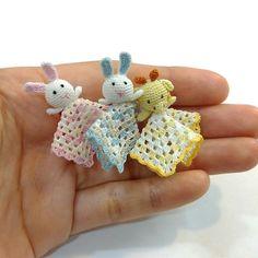 Crochet dollhouse miniatures in 12th scale por MiniGio en Etsy
