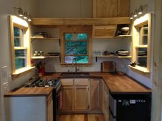 Best Tiny House Kitchen and Small Kitchen Design Ideas Best Tiny House, Tiny House Plans, Tiny House On Wheels, Best Kitchen Design, Outdoor Kitchen Design, Kitchen Designs, Kitchen Ideas, Layout Design, Design Ideas