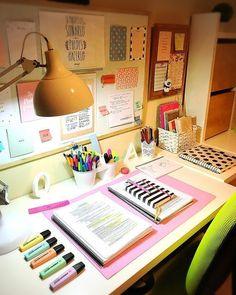 Desk decor design ideas and fun accessoris - New Deko Sites Study Room Decor, Study Rooms, Cute Room Decor, Study Areas, Study Desk Organization, Study Corner, Corner Desk, Home Office Decor, Design Ideas